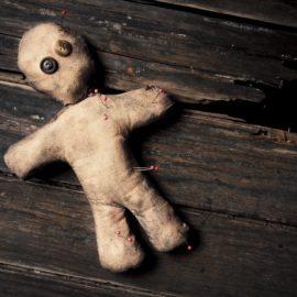 Rituais Macabros | Como se faz um boneco vodu?
