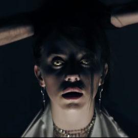 Novo clipe de Billie Eilish é um filme de terror. Assista 'bury a friend'