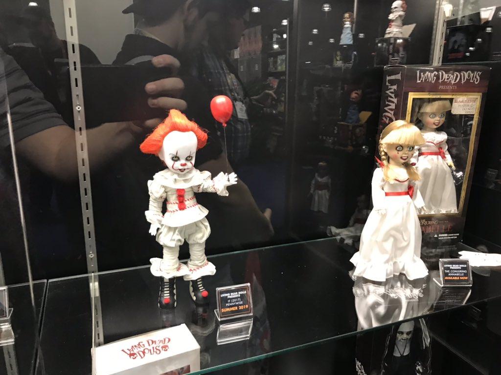 pennywise e annabelle bonecos