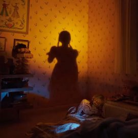 Assista uma cena assustadora de 'Annabelle 3: De Volta Para Casa'