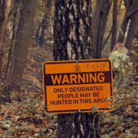 Empresa organiza evento de caça de pessoas em 'The Hunt'